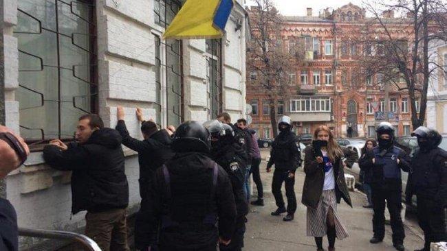 На Украине сцепились две главные уличные силы...Нюра Н. Берг