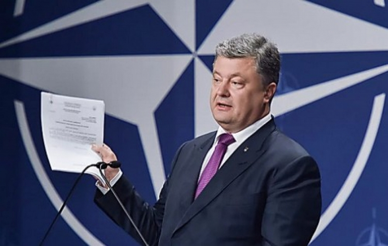 Успехи «псевдоаспиранта»: В НАТО не примут, но на войну деньги будут