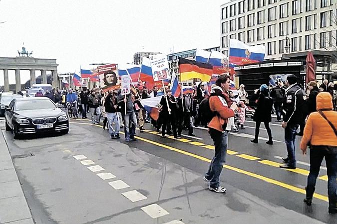 Немцам вдалбливают, что злая Россия терзает гарну Украину. А они не верят