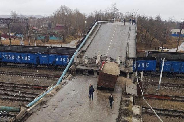 Падение моста в Свободном будет стоить чиновникам дорого
