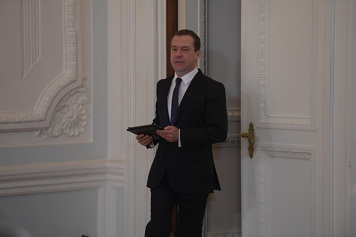 Медведев отправился в Палермо на конференцию по Ливии