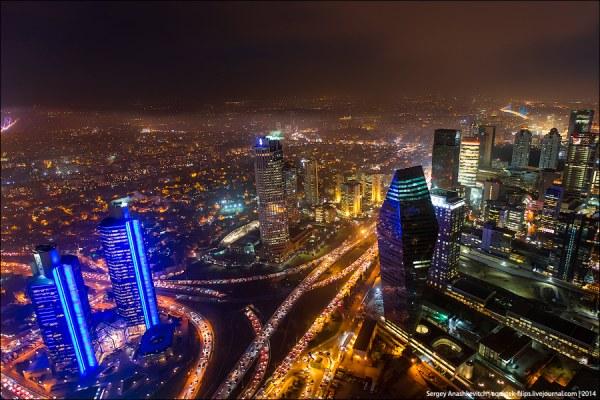 Ночной Стамбул с небоскреба …