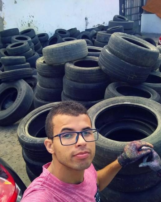 Художник превращает старые шины в в кровати для бездомных животных