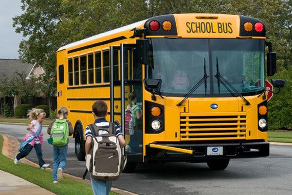 Школьный автобус в США. Правила высаживания детей!