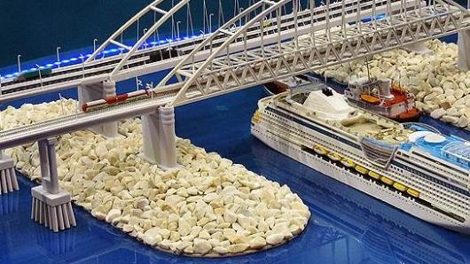 В тяжелейшие времена Украина умудряется строить Керченский мост назло врагам-москалям
