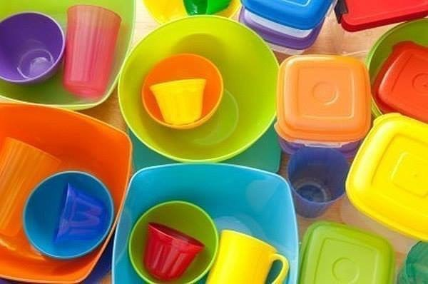 7 способов удалить неприятные запахи с пластиковой посуды