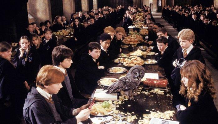 Завтрак в Хогвартсе.  Фото: google.ru.