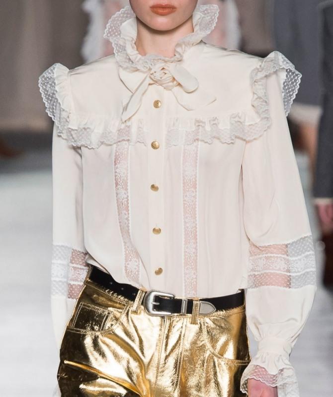 нарядная шифоновая блузка с кокеткой и кружевными оборками, бантом и металлическими пуговицами