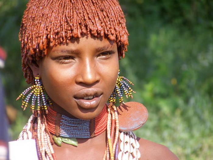 Избиение перед свадьбой. Ужасающий обряд эфиопского племени хамер!