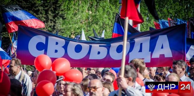 В Донецке прошла многотысячная демонстрация в честь Дня Республики (фото)