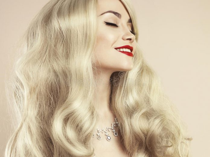 Блондинка задала очень смешн…