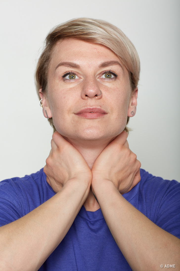 10 эффективных упражнений для мышц лица, которые заменят поход к пластическому хирургу