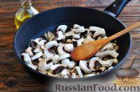 Фото приготовления рецепта: Грибы в сметанном соусе - шаг №3