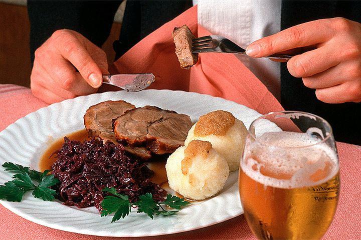 Названы 10 главных продуктов для молодости кожи: среди них мясо и пиво