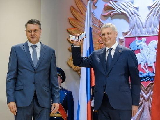 Воронежский губернатор озолотил уволенного зама 23 окладами и взял обратно