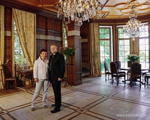 Алла Пугачева и Максим Галкин показали свой замок в Грязи (17 фото)