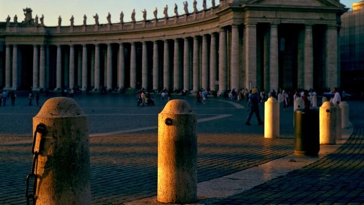 «Нам очень стыдно»: Ватикан …