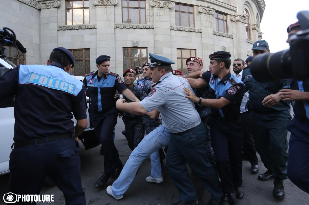 В Ереване ситуация накаляетс…