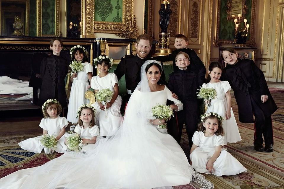 Кенсингтонский дворец опубликовал первые официальные фотографии после свадьбы принца Гарри и Меган Маркл