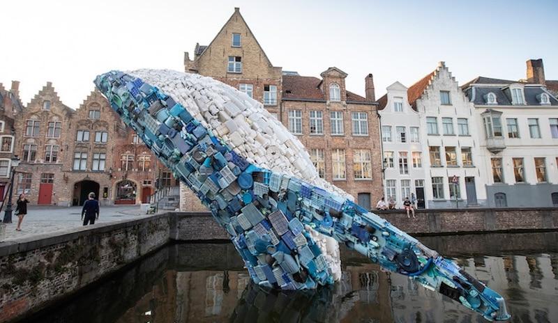 Четырехэтажный кит из пяти тонн мусора как доказательство, что мы слишком сильно вредим нашей планете