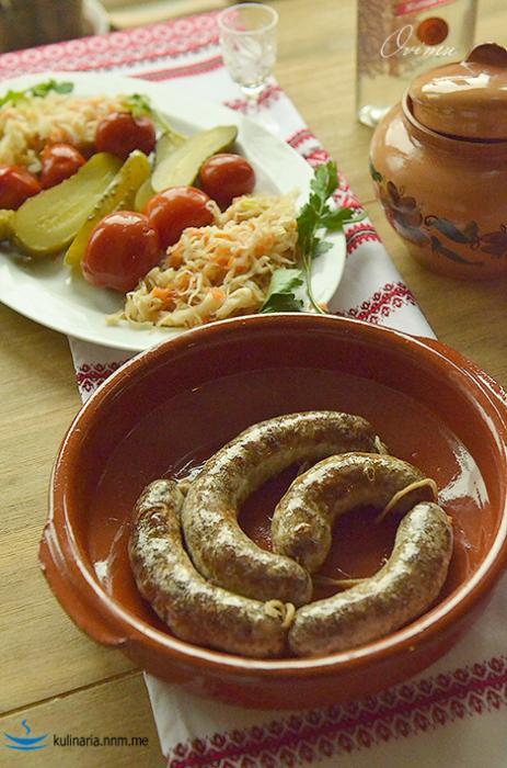 Украинская кухня. Колбаса жареная крестьянская в глечиках