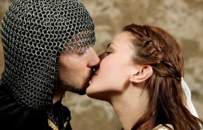 10 причудливых любовных традиций, которые существовали в истории разных стран