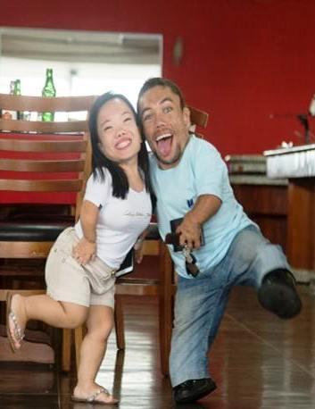 Самая «коротенькая» пара в мире доказывает, что у любви нет преград
