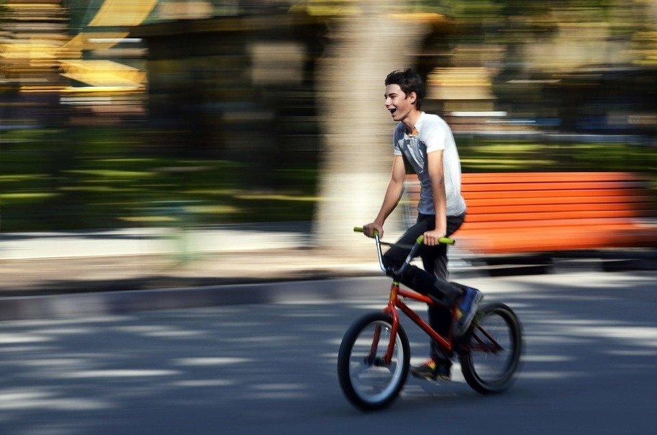 «Газель» насмерть сбила велосипедиста на темной улице Новосибирска