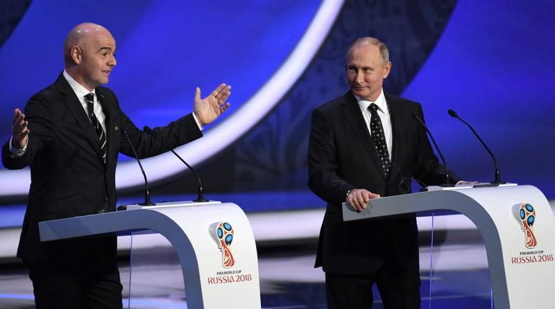 Путин и Инфантино сыграли в футбол в Кремле