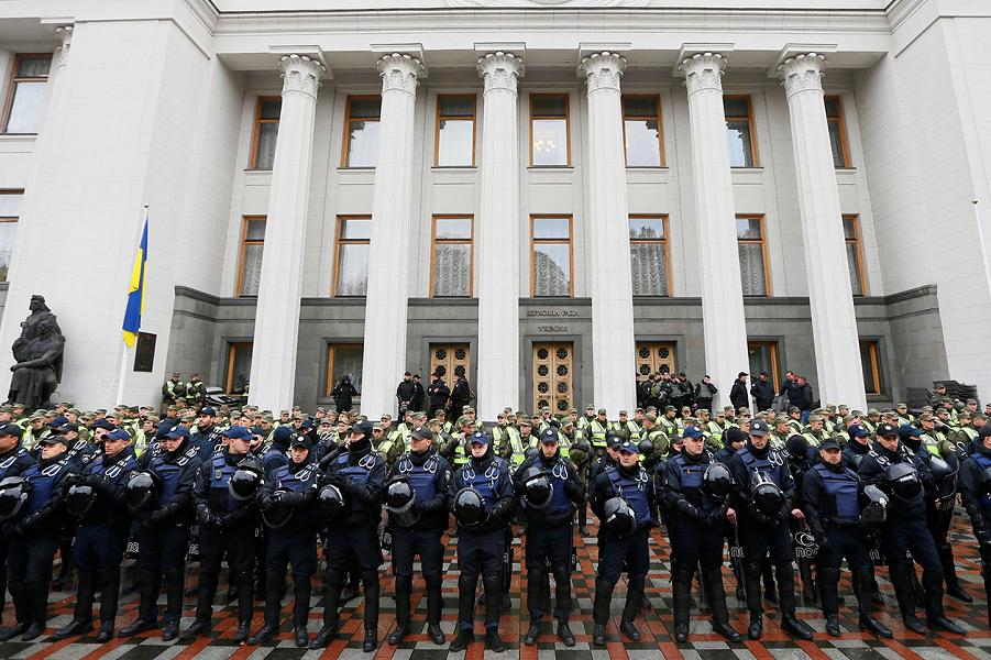 Зачем они в Украине делали революцию? Что она дала?