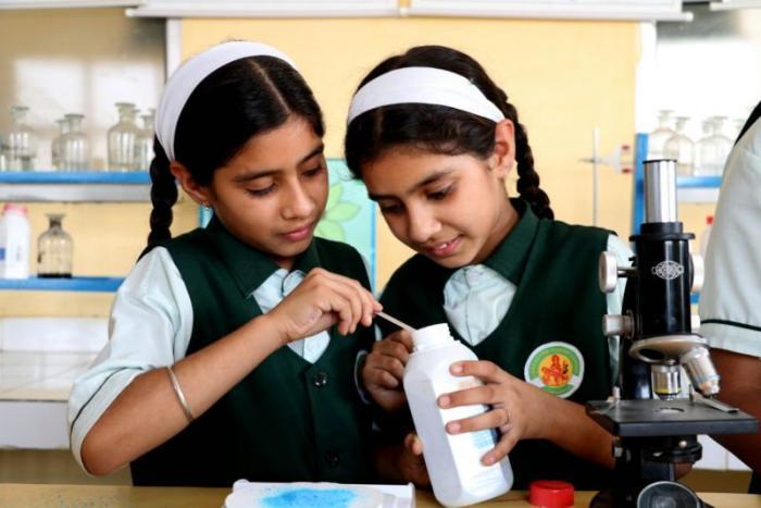 В индийской школе учится 17 …