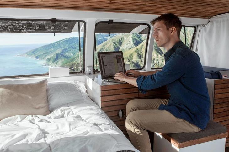 Впечатляющая квартира-студия из грузового фургона