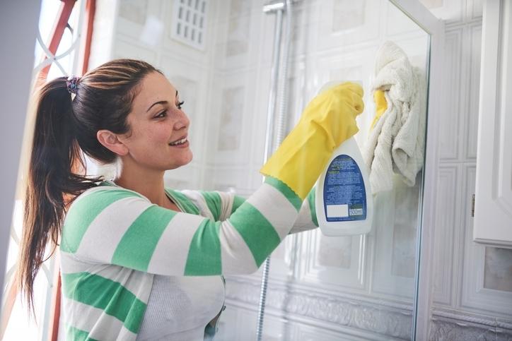 Как мыть дверцы душевой кабины
