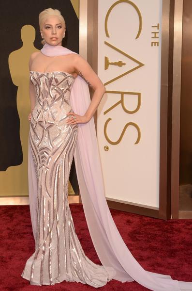 От леди до ведьмы: Гага одевается как колдунья