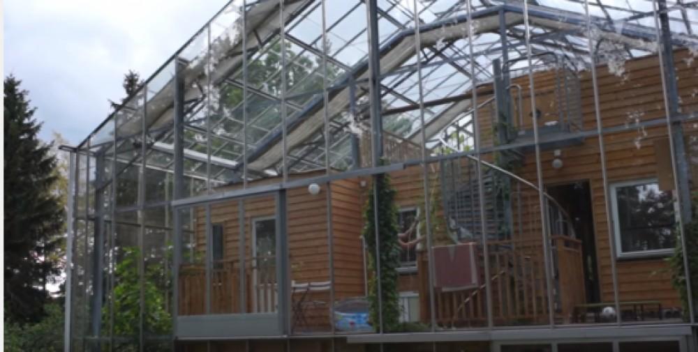Невероятно: Дом в теплице