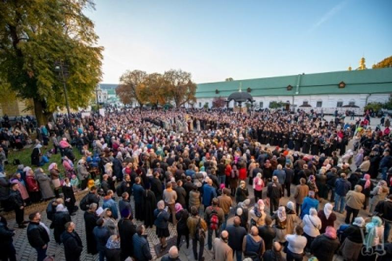 Тысячи верующих пришли на защиту Киево-Печерской лавры