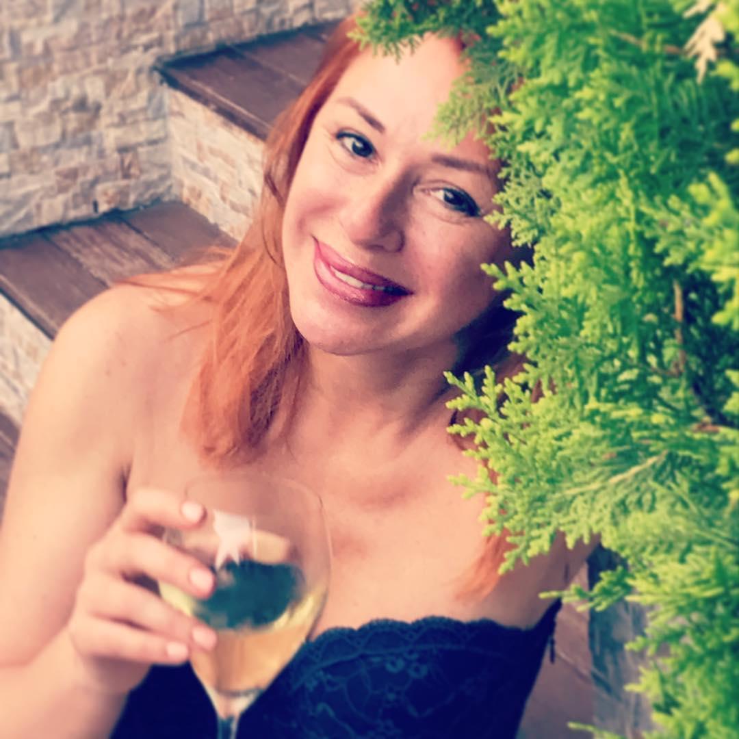 53-letnyaya-alena-apina-vylozhila-fotografii-i-prosto-porazila-poklonnikov_001