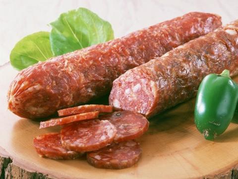Сыровяленые колбаски в домашних условиях