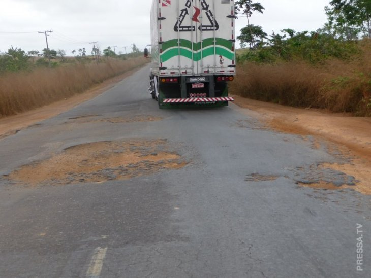 Автолюбители из Бразилии патриотично напомнили властям о ремонте дорог