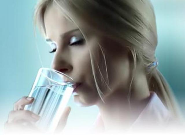 Как жидкость помогает в борьбе с запорами