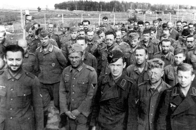 «Молодежка ОНФ» восстановила могилы немцев на старом кладбище в Орске