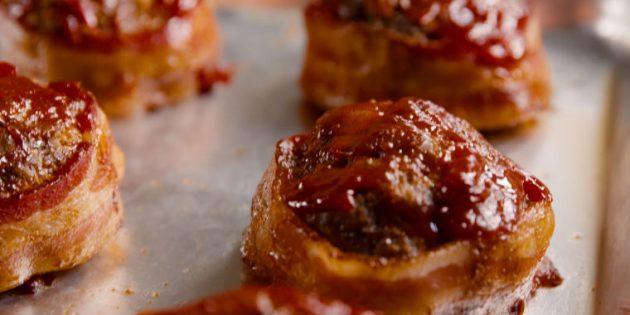 Блюда из говядины: Говяжьи котлеты в беконе