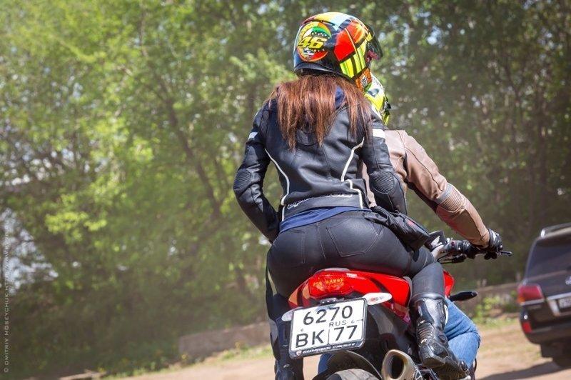 С такой фигурой грех не проехаться на мотоцикле! интересное, образ_жизни, ситуации, толстушки, фото, худышки, юмор