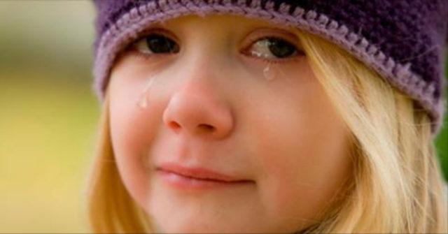 Девочка шла по улице и плака…