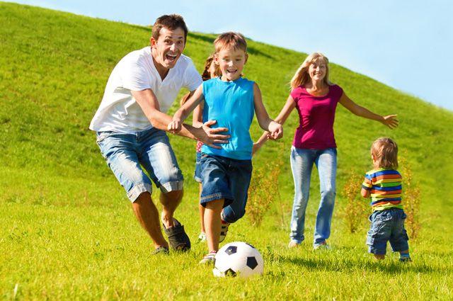 Эти дети вряд ли станут наркоманами. По крайней мере, пока родители будут уделять им столько внимания.