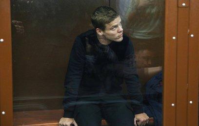 Суд оставил Александра Кокорина за решеткой