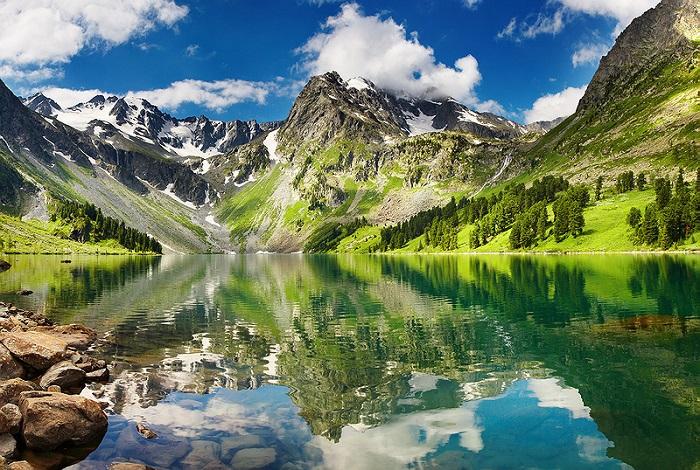 Незабываемые по красоте величественные горы.