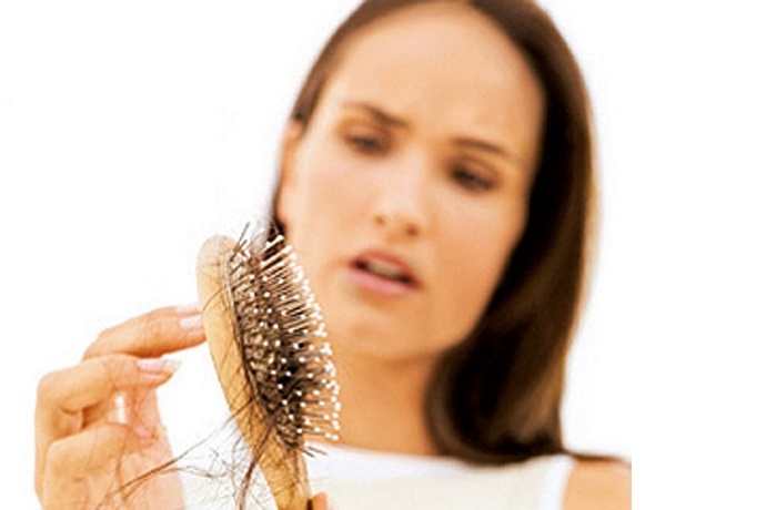 «Я теряю корни!» - почему волосы выпадают, и как с этим справиться