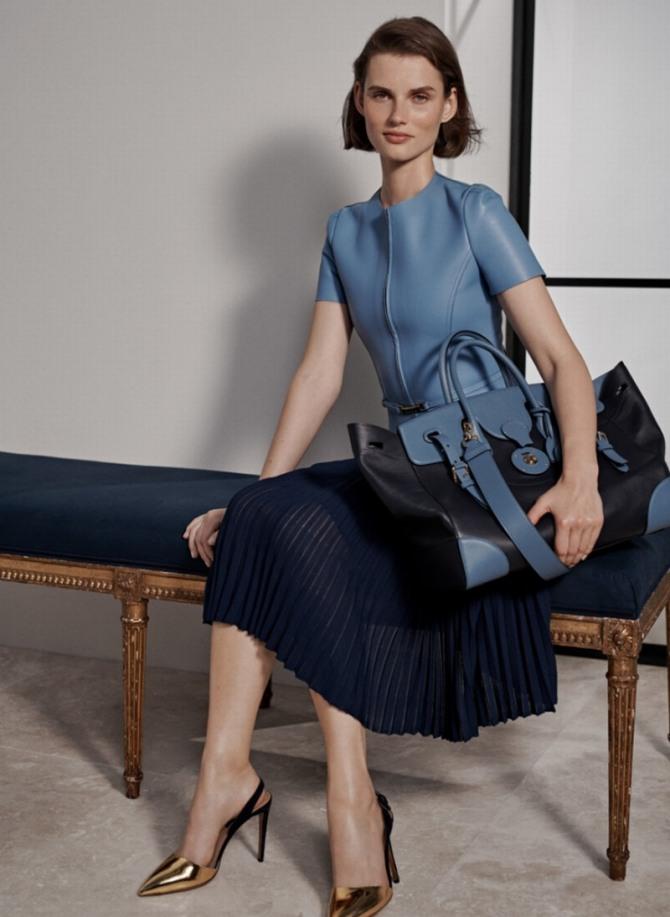 голубая блузка из кожи - деловая женская мода 2019