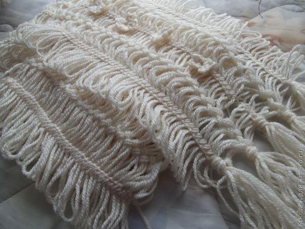 Вязаный на вилке шарф-палантин
